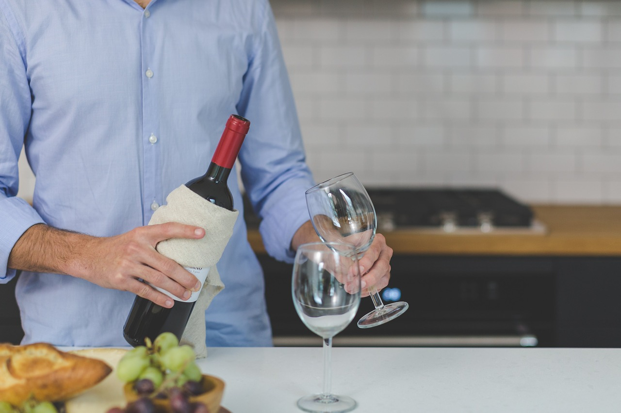 Comment bien servir le vin à table ?